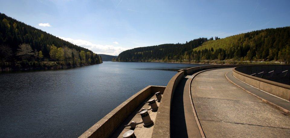 Aus der Okertalsperre gelangt das Wasser in die Region (Archivbild).