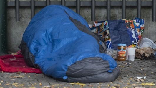 Schlafsäcke können Obdachlosen im Winter das Leben retten - auf Festivals wird jetzt gesammelt. (Symbolbild)