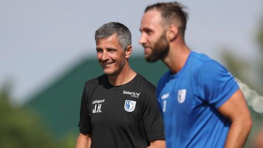 1. FCM-Trainer Jens Härtel und sein Spieler Christopher Handke können mit dem Wochenende zufrieden sein - doch Härtel fügte ein Ja, aber... hinzu (Archivfoto).