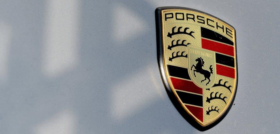 Bei der VW-Tochter Porsche gab es am Dienstag Durchsuchungen (Symbolbild).