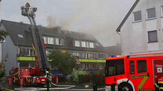In Göttingen hat der Blitz in das Dach dieses Hauses eingeschlagen.