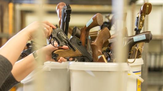 Bis Juli 2018 konnten Waffenbesitzer ihre Geschütze abgeben - egal, ob sie die Pistolen legal oder illegal besessen haben. (Symbolbild)