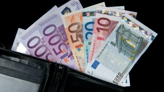 Etwa 100 Euro hatte der Hohenhamelner in seiner Geldbörse (Symbolbild).
