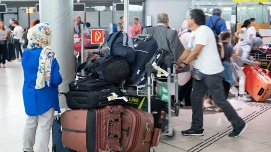 Noch immer Chaos am Flughafen Hannover: Der Betrieb soll langsam wieder aufgenommen werden.