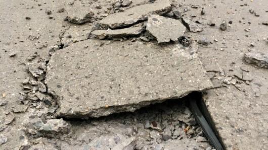 Berstig: Beton mag die Hitze nicht und wird bröselig. (Symbolbild)