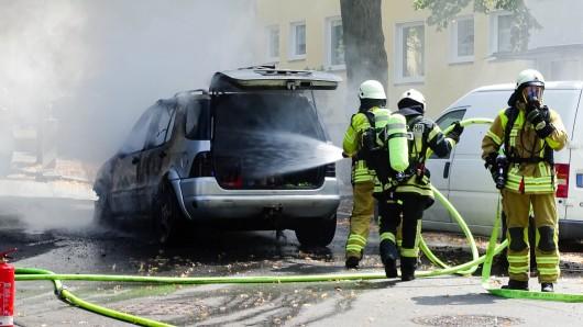 Der Wagen brannte bereits in voller Ausdehnung, als die Wehrleute eintrafen.