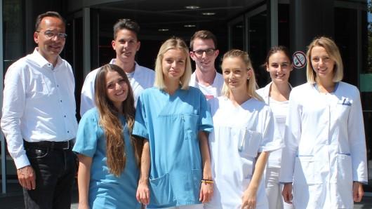 Dr. Akhil Chandra mit den Studenten aus Bratislava und Prag.