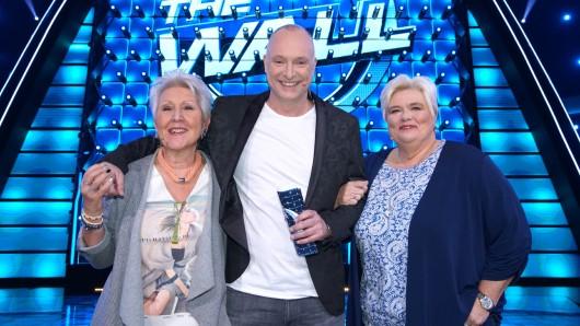 Katharina Bosse und Shopping Queen Christina Kröhnert-Flühr haben bei der Glücks-Show The Wall mitgemacht - auch Moderator Frank Buschmann hat mitgefiebert.