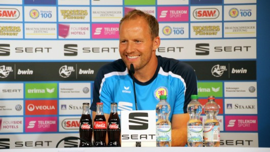 Eintracht-Trainer Henrik Pedersen: Wen wird er heute im Pokalspiel gegen den SV Drochtersen/Assel auf den Platz schicken?