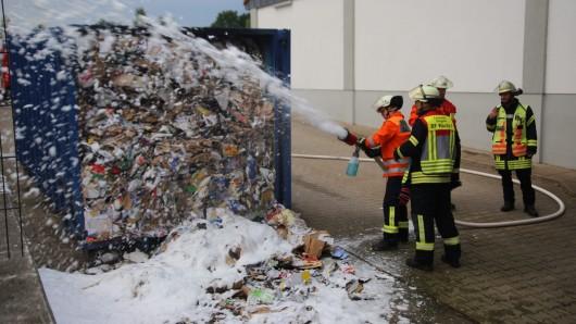 In der Müllpresse hatten sich Glutnester gebildet.