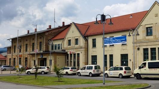 Am Bahnhof in Wernigerode hat die Polizei einen 14-Jährigen auf den Gleisen erwischt - er hatte Marihuana und ein Einhandmesser bei sich (Archivfoto).