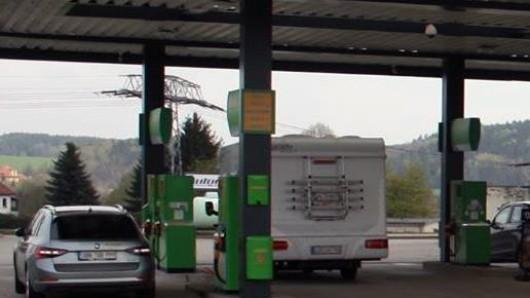 Eine Greenline-Tankstelle in der Hansestraße war das Ziel des Überfalls (Symbolbild).