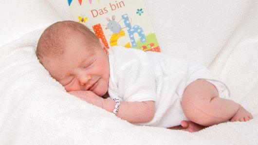 Tjark Elian Zeitzschel erblickte am 26. Juli um 02.34 Uhr in der Frauenklinik an der Celler Straße geboren. Er ist 48 Zentimeter lang und wiegt 2.600 Gramm. Seine Eltern sind Sabine Zeitzschel und Michael Stoppok.