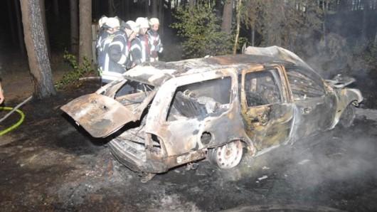 Vier Autos haben am Abend in Hannover gebrannt (Symbolbild).