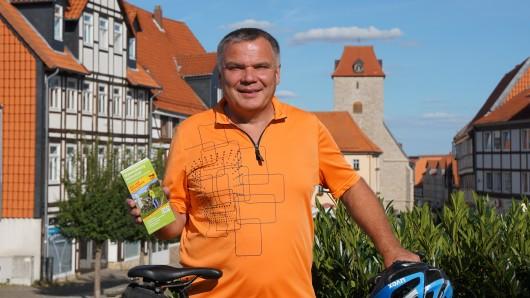 Radtouren-Experte Thomas Kempernolte mit der neuen Karte.
