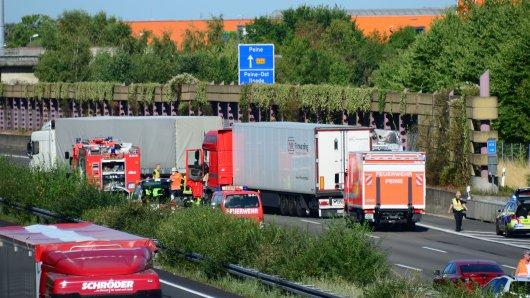 Rettungs- und Bergungskräfte haben auf der A2 bei Peine in Richtung Hannover ihre Arbeit erledigt. Allmählich entspannt sich die Situation wieder.
