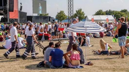 100 ehrenamtliche Helfer waren für das DRK auf dem Stars@NDR2 in Wolfenbüttel unterwegs.