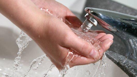 So wäre es wünschenswert: In Düna tröpfelt das Wasser zu mancher ziet nur aus dem Hahn. (Symbolbild)