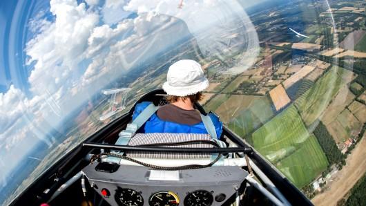Bereits in einem Alter von 14 Jahren dürfen Flugschüler das erste Mal allein fliegen. (Symbolbild)