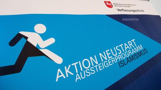 Der Verfassungsschutz organisiert das Aussteigerprogramm Aktion Neustart.