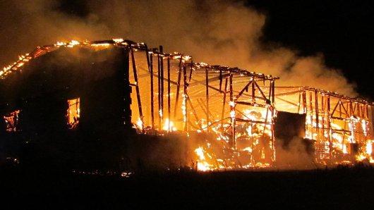 Die Scheune in Derenburg hatte beim Eintreffen der Beamten schon lichterloh gebrannt.