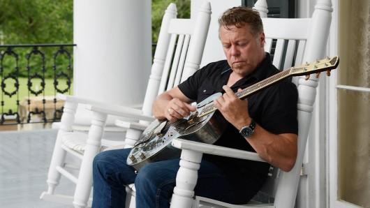 Die 3. Braunschweiger Gitarrentage starten mit Richie Arndt am 27. August.