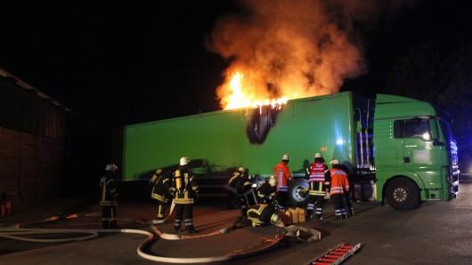 Die Ladung eines Lkw hat am frühen Mittwochmorgen gebrannt.