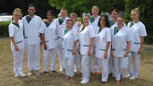 Zwölf Auszubildende am Bildungszentrum des Helios Klinikums Salzgitter haben ihre Ausbildung in der Gesundheits- und Krankenpflege erfolgreich abgeschlossen.