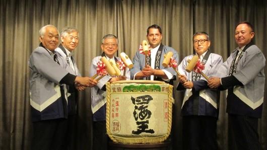 Traditionelle Zeremonie des Kagami biraki.