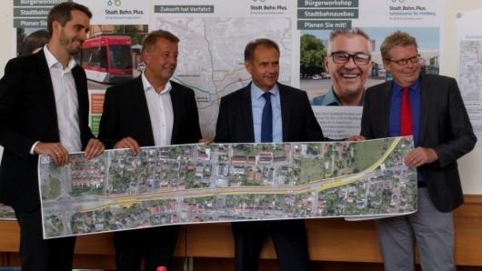 Hier zeigen alle Verantwortlichen für die Trassenplanung den Plan für Volkmarode.