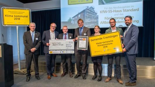 Umweltminister Olaf Lies (SPD) hat die Gemeinde Cremlingen in Hannover geehrt.