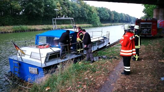 Ein Leck an der Antriebswelle hatte das Sportboot mit Wasser volllaufen lassen.