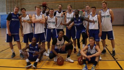 Die Basketball Löwen treten am Samstag gegen die Eisbären Bremerhafen an (Archivbild).