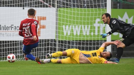 Sinnbildlich für das Spiel: Unterhaching hat die Eintracht überrannt.