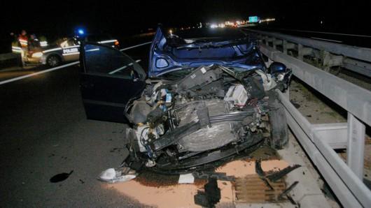 Eine Frau wurde bei dem Unfall schwer verletzt.