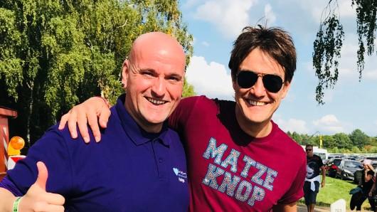Comedian Matze Knop und Lila Hoffnung-Chef Holger Busse beim Werner-Rennen in Hartenholm