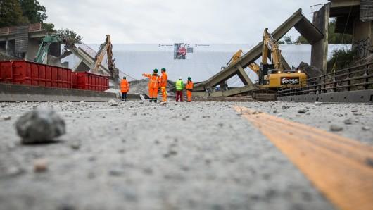 Wegen des Abrisses einer Brücke über die A7 bleibt die Strecke zwischen Echte und Seesen am Wochenende zwei Tage lang in beiden Fahrtrichtungen voll gesperrt (Archivbild).