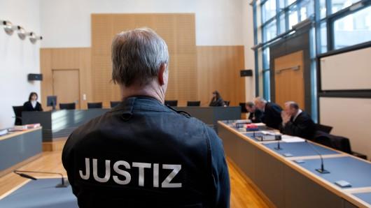 Vom 28. September muss sich ein Arzt aus Halberstadt wegen einer Vergewaltigung mit Todesfolge vor dem Landgericht Magdeburg verantworten (Symbolbild).