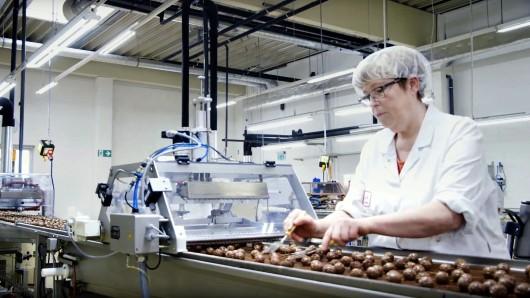 In einer Produktionshalle der Schokoladenfabrik Peine hat es durch einen technischen Defekt in einem Schaltkasten am Sonntagmittag eine starke Rauchentwicklung gegeben.