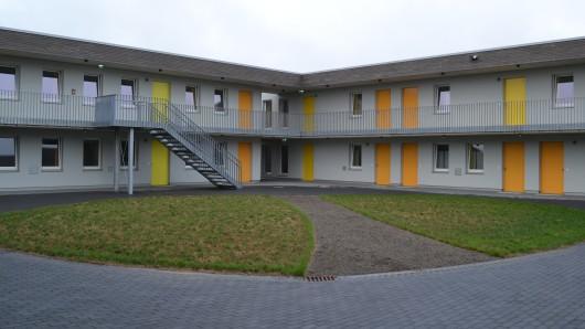 Alle Unterkünfte in Braunschweig sind baugleich. Dieses Foto stammt aus Lamme: Der Innenhof in der Mitte des Wohnkomplexes soll Schutz bieten und auch für Veranstaltungen dienen (Archivbild).