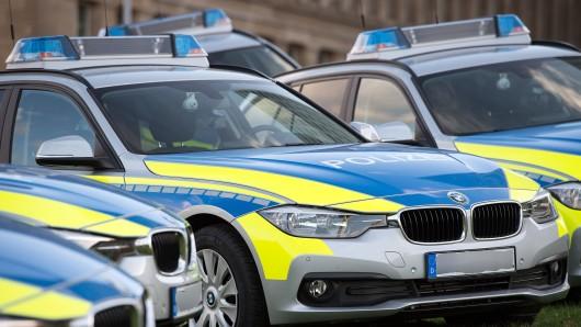 Mit mehreren Einsatzfahrzeugen ist die Polizei in der Engelnstedter Straße angerückt, um einen aggressiven Mann in unter Kontrolle zu bringen (Symbolbild).