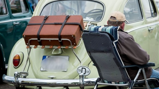 Dieser VW Käfer verrät sein Geburtsdatum: 1964 - damit ist der alte Wolfsburger immerhin schon 58 (Symbolbild).