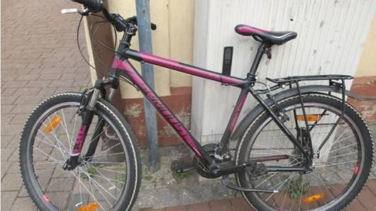 Wem gehört dieses Fahrrad? Die Polizei geht davon aus, dass das Mountainbike gestohlen wurde, bevor es in einen Unfall mit einem 71-jährigen Mann verwickelt war.