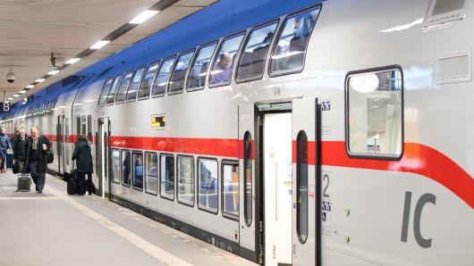 Ein dreijähriger Junge ist alleine mit dem Zug nach Hannover gefahren. Ihr Sohn habe eine große Leidenschaft für Eisenbahnen, teilten die Eltern der Polizei mit (Symbolbild).
