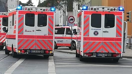 Der Rettungsdienst brachte die Radfahrerin mit Kopfverletzungen ins Braunschweiger Klinikum (Archivfoto).