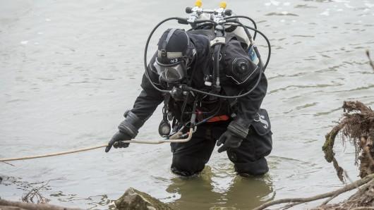 Taucher der Bereitschaftspolizei aus Braunschweig und Hannover haben am Donnerstag vergeblich nach dem im Lappwaldsee verschwundenen 51-jährigen Helmstedter gesucht (Symboldbild).