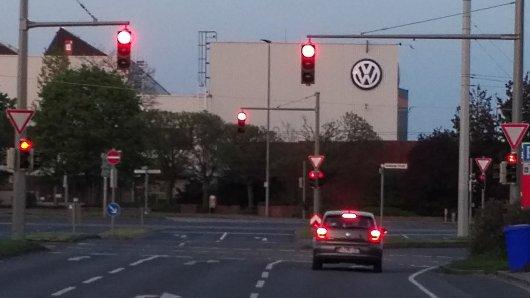 Auch wenn hier die Ampeln auf Rot stehen: VW hat grünes Licht für Investitionen im hohen dreistelligen Millionenbereich fürs Werk Braunschweig gegeben.