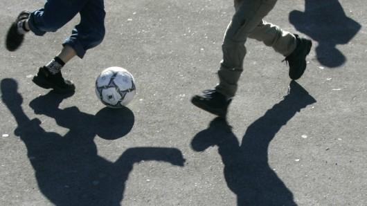 Beim 5. Streetsoccer-Cup spielen Jugendliche in Fünf-Personen-Teams gegeneinander (Symbolbild).