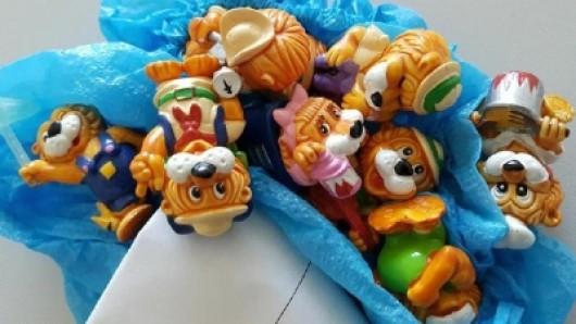 Die Stadt Salzgitter versteigert verschiedene Fundsachen im Internet - darunter sind auch diese Figuren.