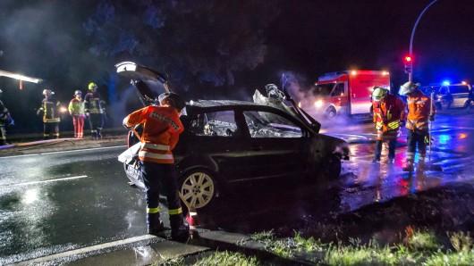 Warum der Wagen Feuer fing, ist noch nicht klar.